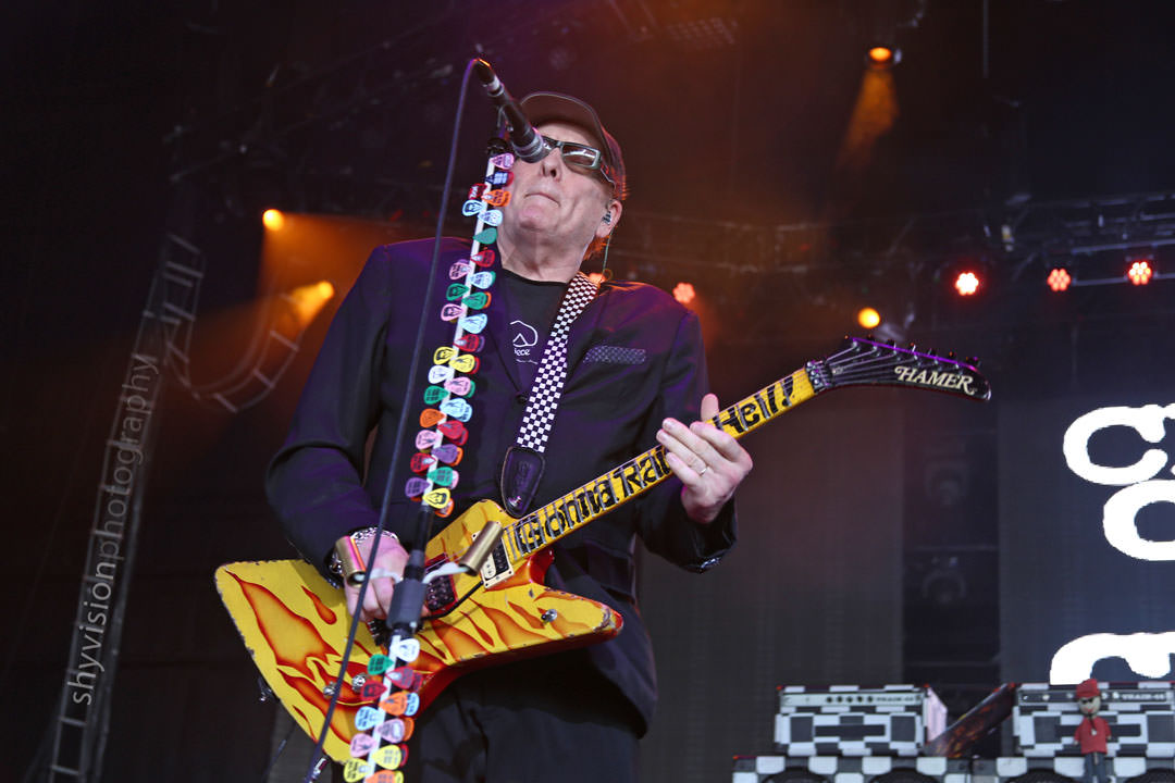 Cheap Trick live at Hollywood Casino Amphitheatre​ on July 16, 2016